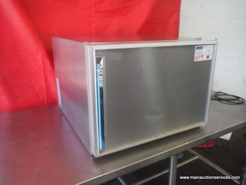 1  Undercounter refrigerastor 28 single door restaurant equipment