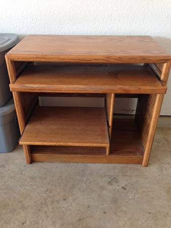Solid oak computer desk - $75 (Ardmore)