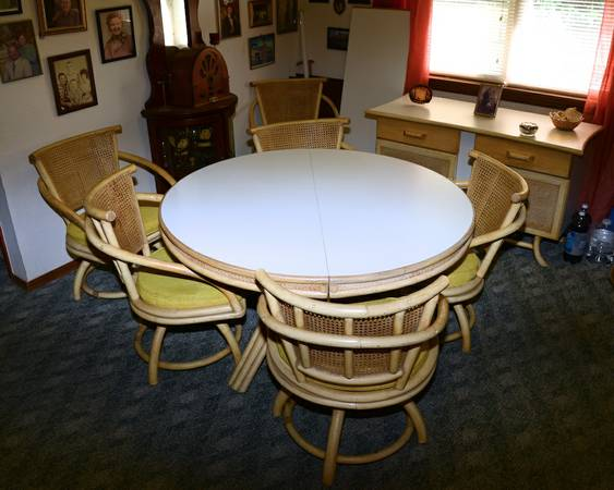 Vintage White Rattan DinningGaming Table with 6 Dining Chairs Side - $550 (Stringtown Oklahoma)