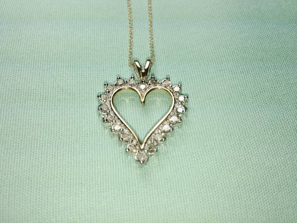 Nice 1ct  Diamond Heart Pendant    -   x0024 500  Gainesville  TX