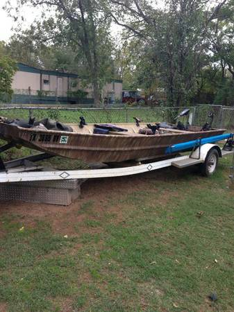 16ft flat bottom boat - $850 (Denison)