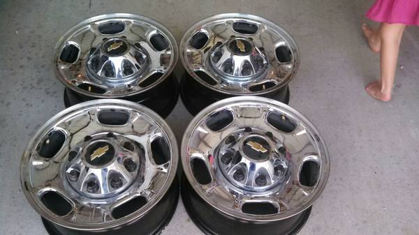 17 inch 8 lug Chevy Wheels - $400