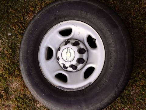 8 lug Chevy rims and tires - $250 (Kingston )