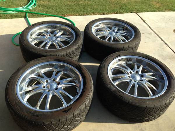 Boss 313 22 Rims and Nitto 420s 30540r22 tires - $1100 (Calera, OK)