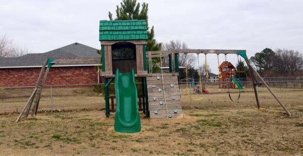 Wooden Swing Set -   x0024 400  Durant Ok