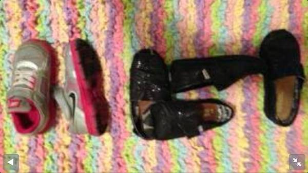 Toddler girl shoes Nike and Toms size 8 9 -3 pair lot