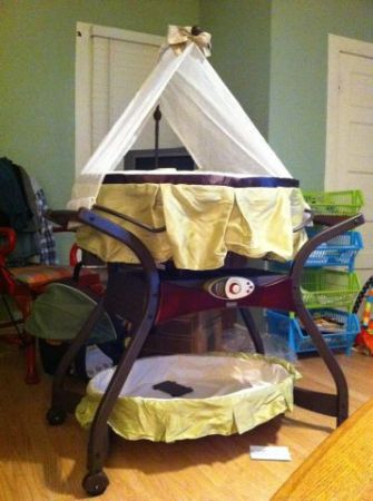 Fisher Price Bassinet - Zen Collection - $150 (Leonard )