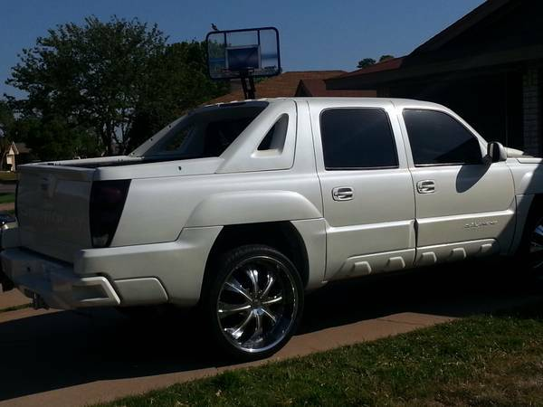 02 CHEVY AVALANCHE - $8000 (WICHITA FALLS TX)