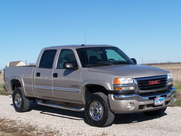 NICE - 2004 GMC sierra 2wd same as chevy silverado 2500HD crewcab - $10900 (Gunter, Tioga, Sherman)