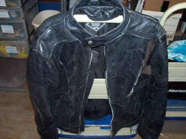 diamond plate buffalo leather motorcycle jacket - $25 (pick up in denison)