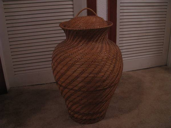 Large Natural Wicker Vase with Wicker Lid Mint Condition -   x0024 30  Texoma