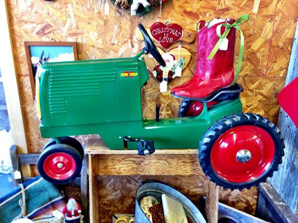 Oliver Row Crop 70 Pedal Tractor -   x0024 225  Whitesboro
