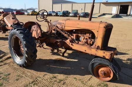 Old Allis-Chalmers WD Tractor - $350 (Madill, OK)
