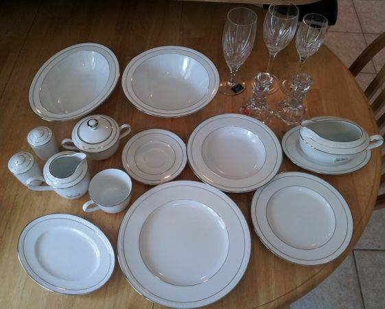 NEVER USED Noritake Stoneleigh China and Mikasa Crystal - x0024400