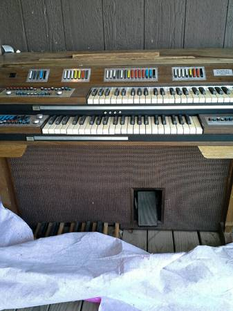Older Baldwin Organ Fanfare - $150 (Gainesville, Tx)