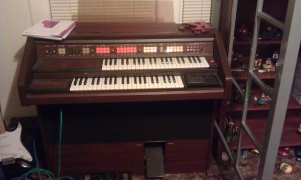 schafer and sons organ - $200 (Madill)