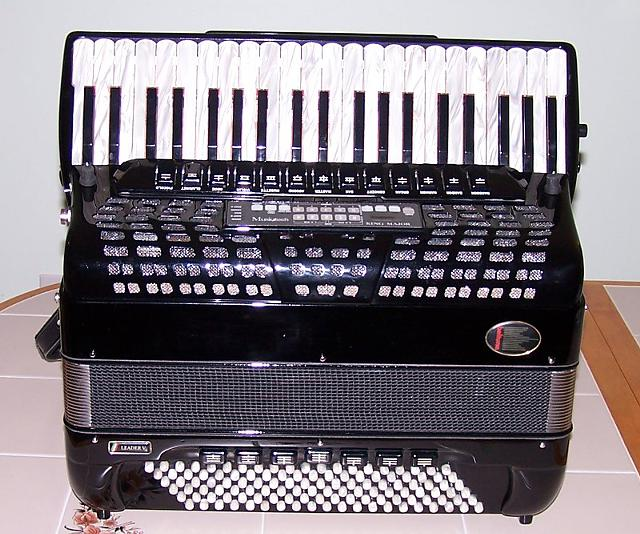 Beltuna Leader V MIDI Amplified Accordion  $2400