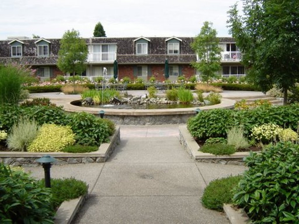 1 275  1br  1701 Cedar Hill Cross Road  Victoria - 1 bedroom Apartment for Rent -BC