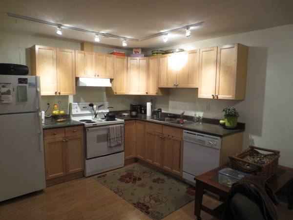 - $675 One bedroom available in lovely character home in Oak Bay (Oak Bay)