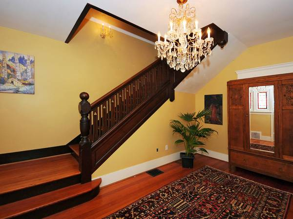 x0024 700 Fully Furnished Character Suite Inn Victorian Home  for 2 months  Government St in James Bay