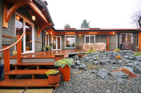 262  2br  Luxurious 2 Bedroom Bungalow Steps to Comox City