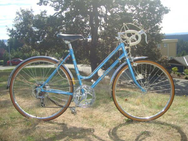 Beautiful Vintage Apollo Road Bicycle - $80 (FREE delivery in Victoria)