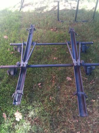 Thule Roof Rack 2 Farmae Cl Style Bike Carriers - $200 (Duncan)