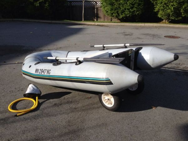 Zodiac 9.5 foot inflatable boat tender - $650 (Vancouver)