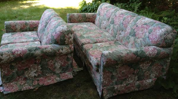 free couch love seat (Oak Bay Foul Bay near Safeway)
