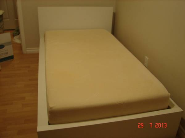 IKEA twin bed (MALM) with memory foam mattress night table - $350 (Uvic area)