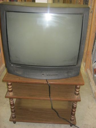 27 GE XS TV AND STAND - $40 (VICTORIA)