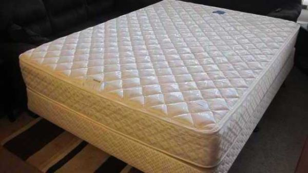 SERTA QUEEN SIZE BED WITH BOX SPRING AND CASTERS - $225 (SAANICH)