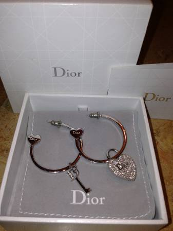 Dior Silver Earrings -   x0024 100  West Victoria