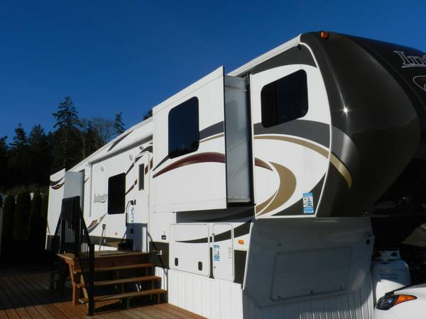 2012 Dutchmen Infinity 5th wheel - x002468000 (central saanich)