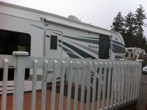 2006 39ft glendale 5th wheel trailer with 4 slides - x002430000 (saanichton)