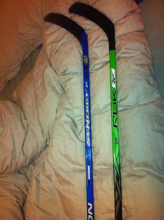 Reebok 6K 75 flex Datsyuk, Easton Synergy ST 100 flex Sakic - $40 (Sooke)