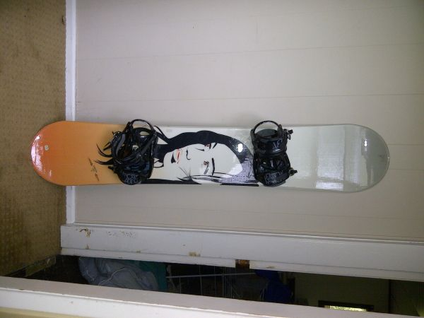 womens M3 snowboard with K2 bindings fits 55-57 - $45 (uvic)