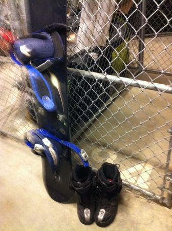 Kemper Eclipse 152 Snowboard with Bindings and Salomon Boots - $100 (Downtown Victoria)