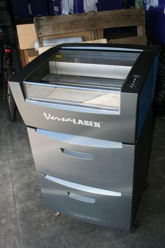2 000  Universal Versalaser VL-200 30watt laser engraver machine with controlled air cart