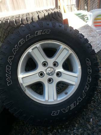 Ram 1500 OEM 17inch rims w goodyear duratrac tires - $700 (Gordon Head)