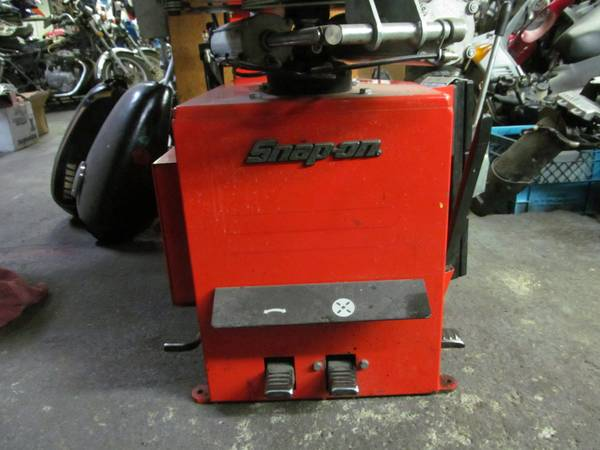 Snap On Tire Machine - $2500 (Victoria)