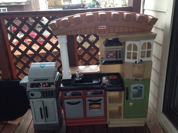 Beautiful kids kitchen -   x0024 120  Colwood