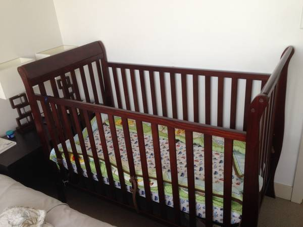 CRIB and MATTRESS - must go - x0024125 (DOWNOWN VICTORIA)
