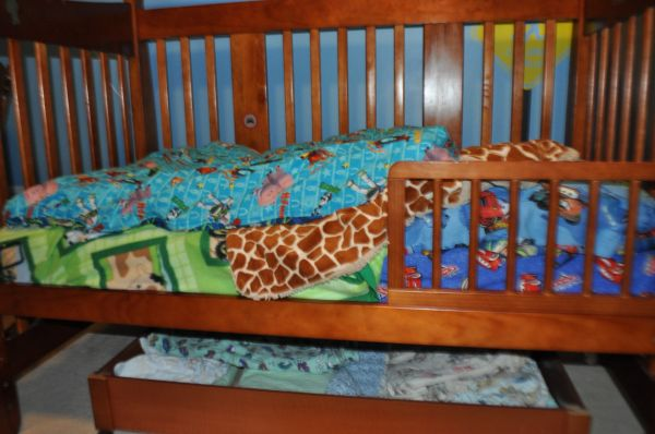Storkcraft 4-in-1 crib - Fixed side - not part of any recall - $150 (Westshore)
