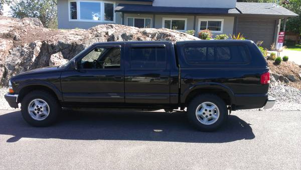 2002 Chevy S10 Cre Cab Pickup with custom canopy - $6200 (Victoria)