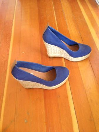Aldo Drewel Wedge Heel Navy Blue Size 7 - Brand new - $45 (Tillicum)