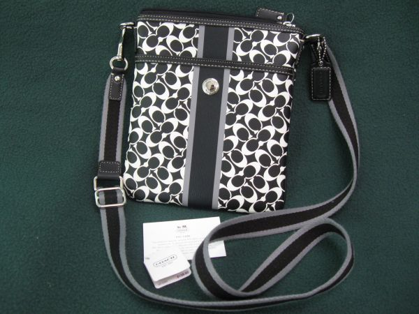 coach bag black and gray 4k0z  Authentic COACH black and white swing pack purse