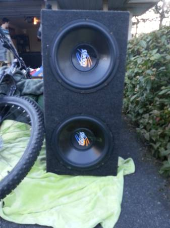 2 12 Clariton subs in box, 1000 watt Kenwood - $450 (Victoria B.C)
