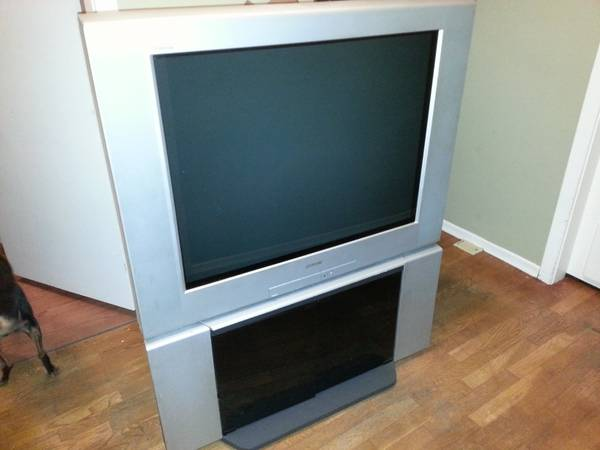 Free tv s and couch everything must go  Langford