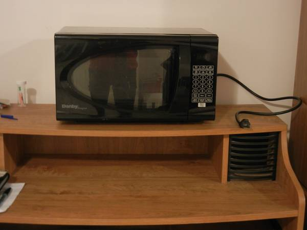 Moving to Vancouver selling various items microwave  coffee maker etc  -  2  Meadowvale Dr  near Highland Rd